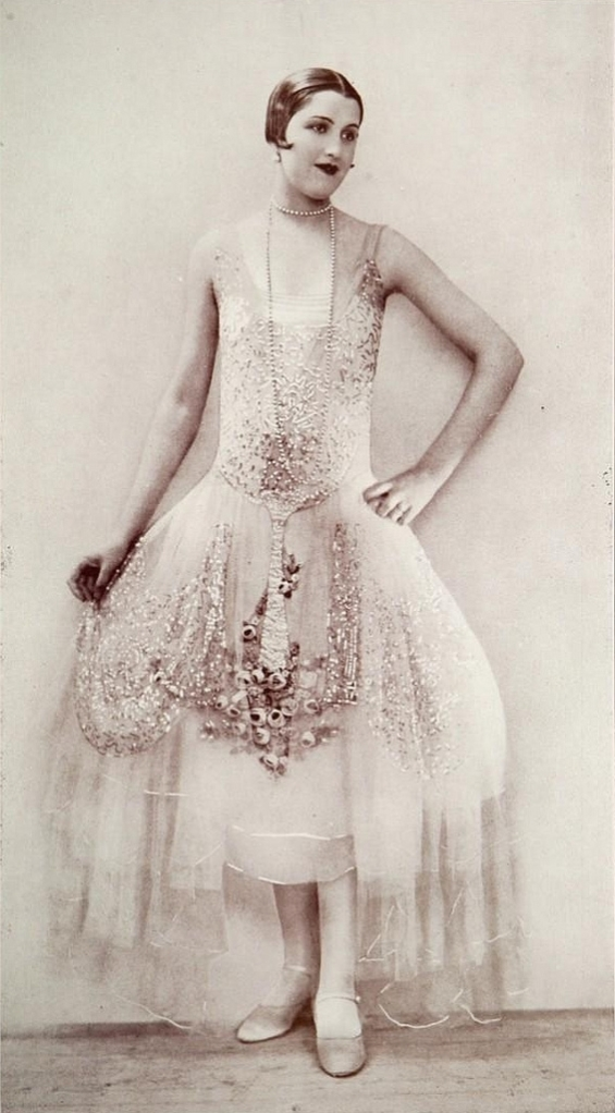 beautiful 20s dress with embroidery